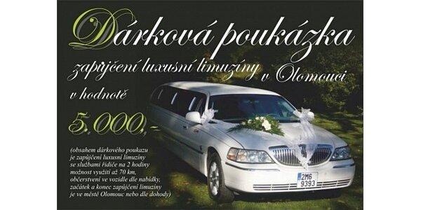 3500 Kč za pronájem luxusní limuzíny Lincoln 120 s občerstvením a řidičem.