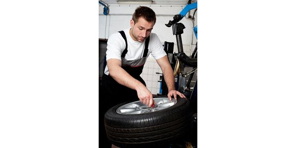 449 Kč za kompletní přezutí a vyvážení pneumatik v hodnotě 900 Kč