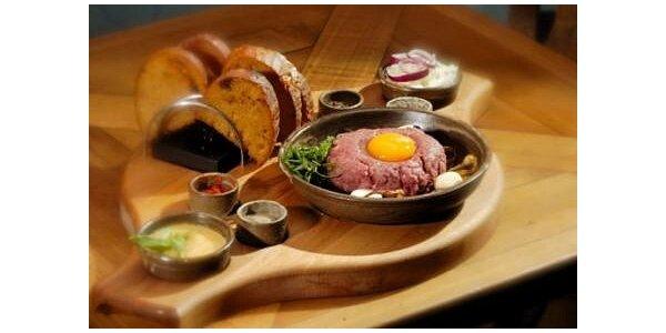 75 Kč za 100 g tatarského bifteku, 6 ks topinek v hodnotě 105 Kč