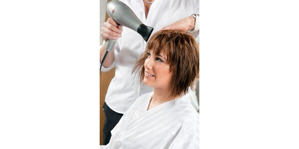 300 Kč za kompletní úpravu krátkých vlasů v původní hodnotě 600 Kč