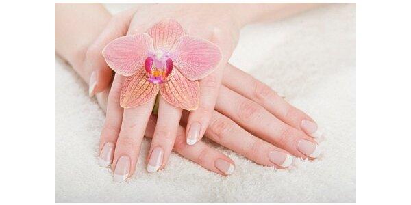 159 Kč za P-shine manikúru s relaxační masáží rukou v hodnotě 425 Kč