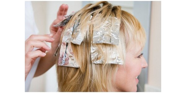 300 Kč za melírování vlasů a střih v původní hodnotě 710 Kč