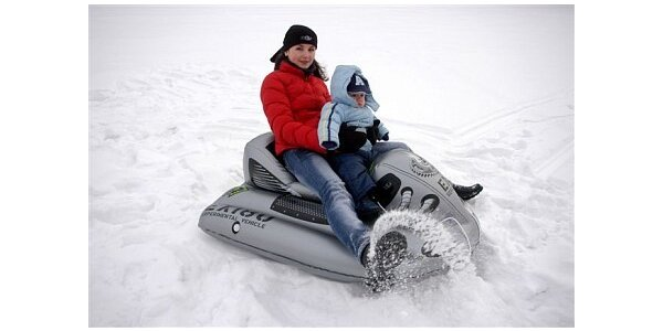 299 Kč za sněžný kluzák ve tvaru skútru či pneu v původní hodnotě 799 Kč