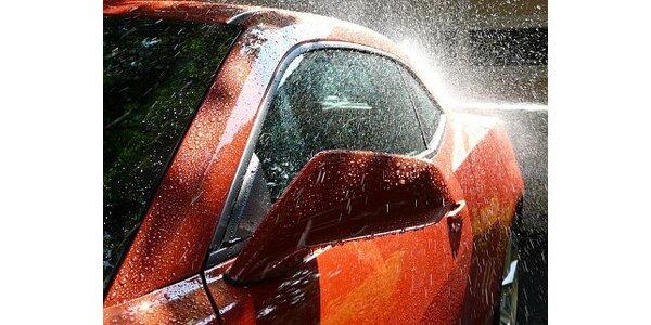 159 Kč za bezkontaktní mytí a doleštění karoserie včetně zárubní dveří