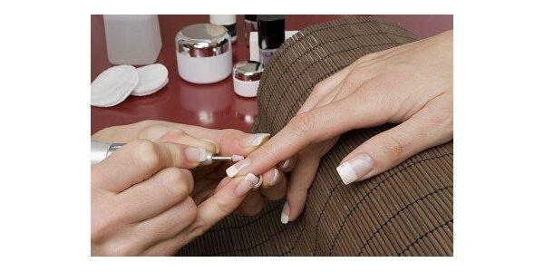 Nové gelové nehty s barevnou Francií