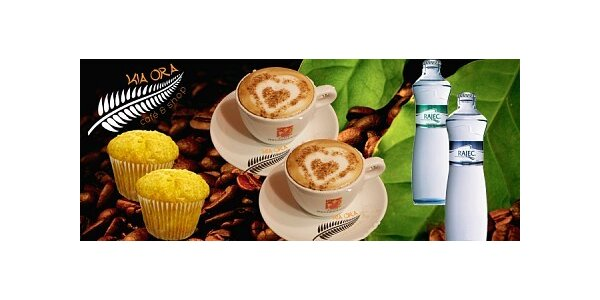 Dvě luxusní cappuccina, dva lahodné muffiny a dvakrát voda Rajec