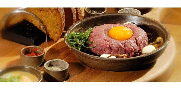 99 Kč za lahodný tatarský biftek z pravé hovězí svíčkové a šest topinek!