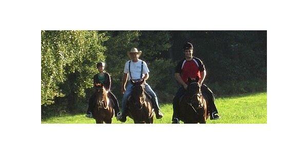 499 Kč za 2 hodiny na koni v původní hodnotě 700 Kč