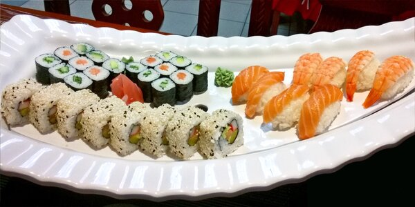 Sushi sety s 24 či 34 ks i s polévkou dle výběru