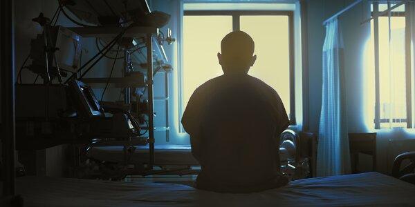 Venkovní únikovka v areálu psychiatrické léčebny