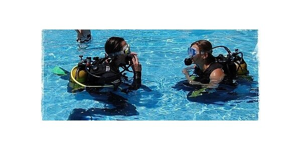 Zkušební ponor v bazénu. Krásný zážitek pro děti i dospělé.