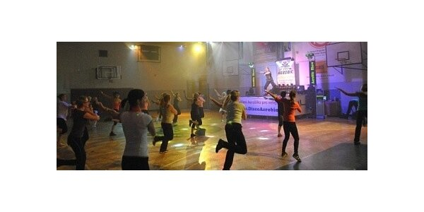 10 vstupů na VIP Aerobic s posilováním s laser show se slevou 90%
