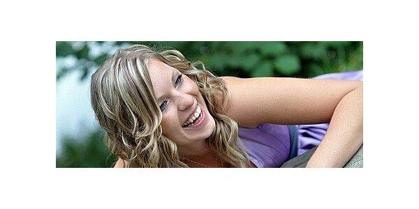 Zářivý blond melír na všechny délky vlasů