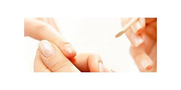 Přírodní péče o ruce pomocí včelího vosku a parafínového zábalu