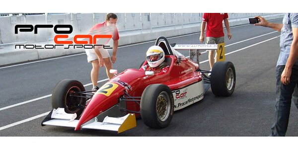 Tři okruhy za volantem závodní formule!