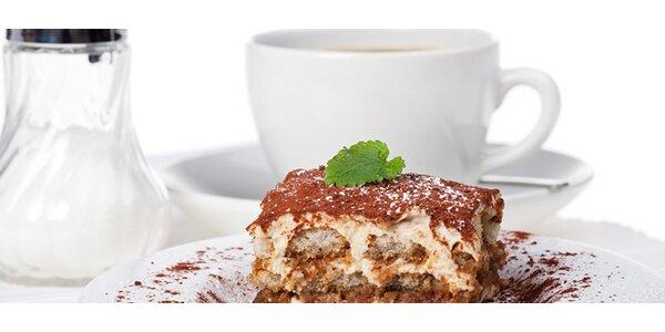 DVĚ kávy a DVA dezerty: tiramisu, palačinky a další