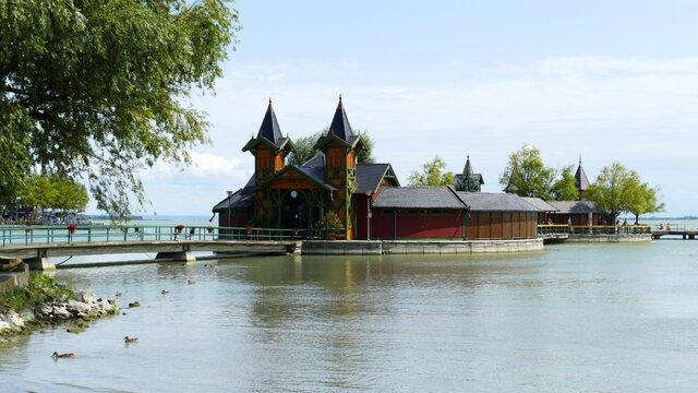 Ostrovní lázně Szigetfürdő, Keszthely