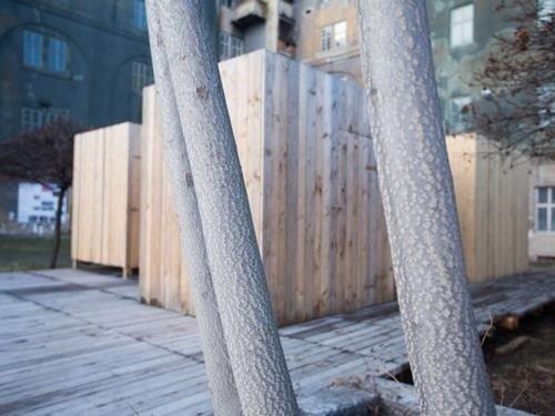 Sauna se skleněnou střechou v karlínských kasárnách