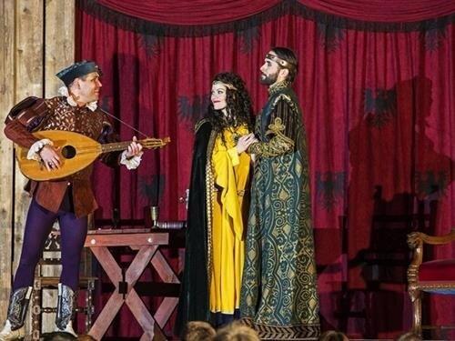 Muzikál Noc na Karlštejně na zámku Hluboká