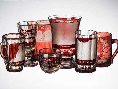 Zdobné upomínkové sklo a porcelán v Broumovském klášteře