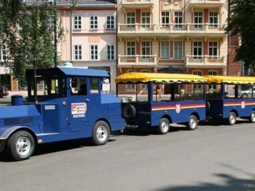 Vyhlídková jízda autovláčkem Karlovými Vary