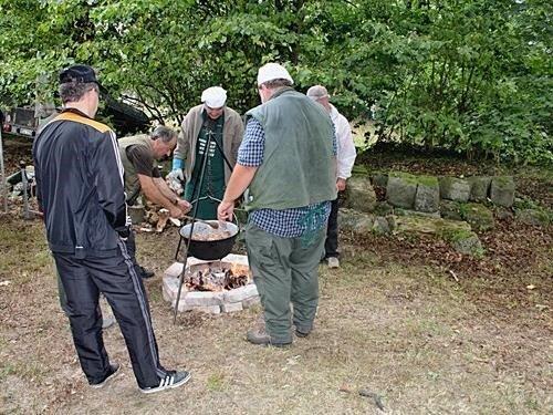 Vaření kotlíkových zvěřinových gulášů