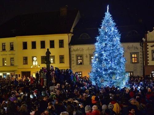 Vánoční strom na Žižkově náměstí v Táboře