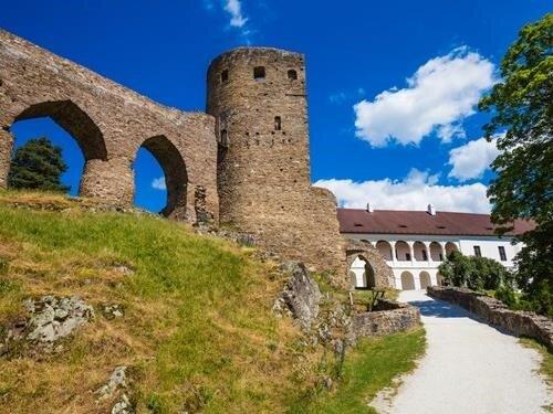 Krajina míru, pole války – výstava na hradu Velhartice