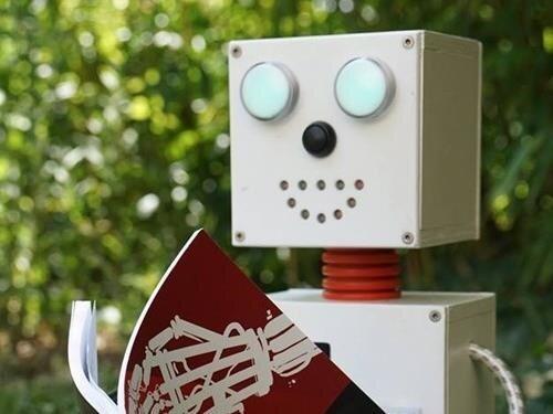 Hra Čertova mřížka s robotem Čendou na Troskách