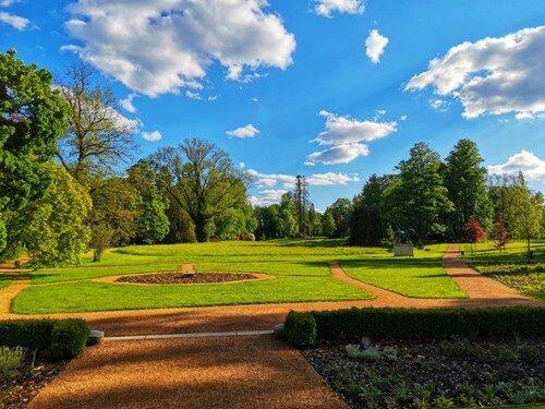 Pozdravy z cest v zahradě zámku Slatiňany