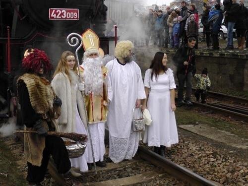 Mikulášská jízda historickým vlakem z Letohradu
