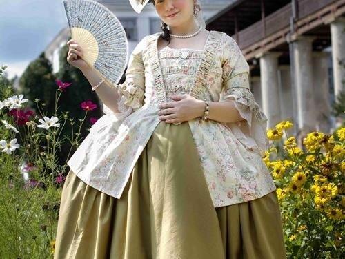 Oblékání dámy z 18. století na lysickém zámku