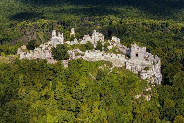 Zřícenina hradu Gýmeš a vyhlídka Studený hrad
