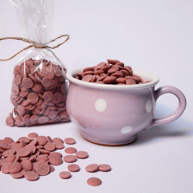 Ručně malovaný hrníček s čočkami z růžové čokolády