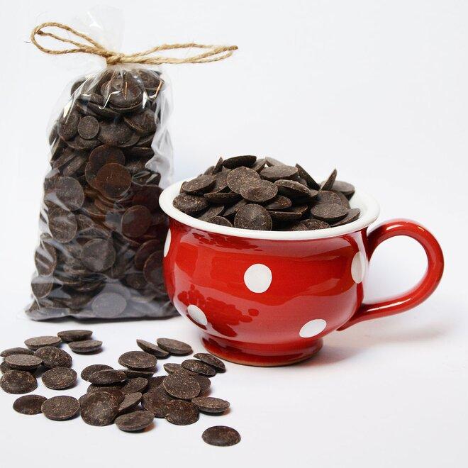 Ručně malovaný hrníček s čočkami z hořké 72% čokolády