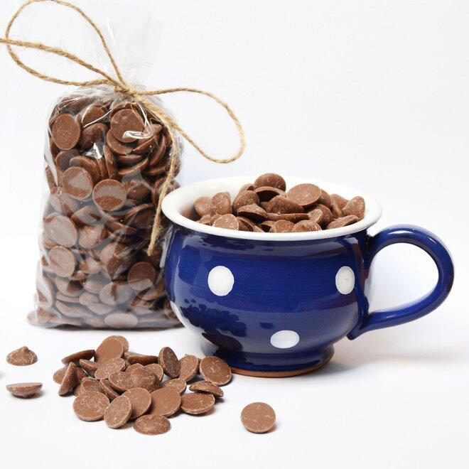 Ručně malovaný hrníček s čočkami z mléčné 34% čokolády