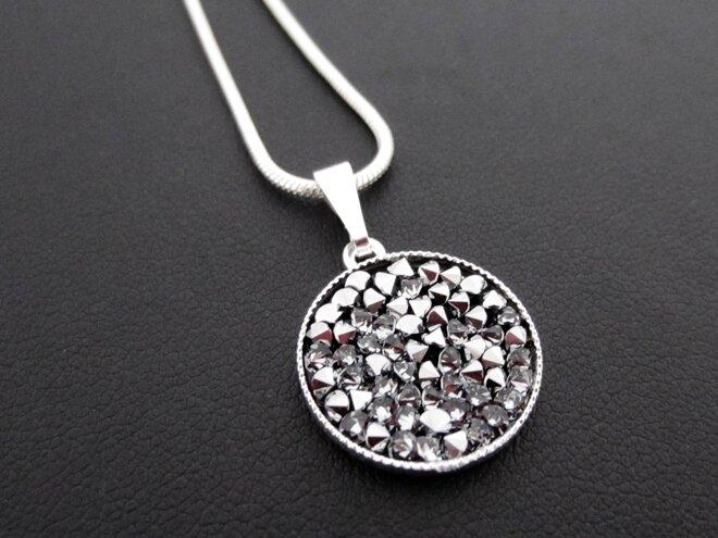 Náhrdelník s krystaly ROCKS, kulatý, stříbřitý