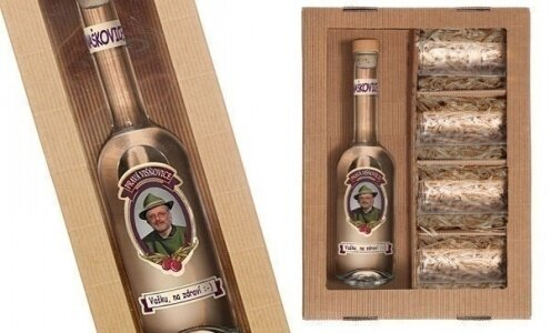 Láhev višňovice s vlastní fotografií a sadou 4 skleniček
