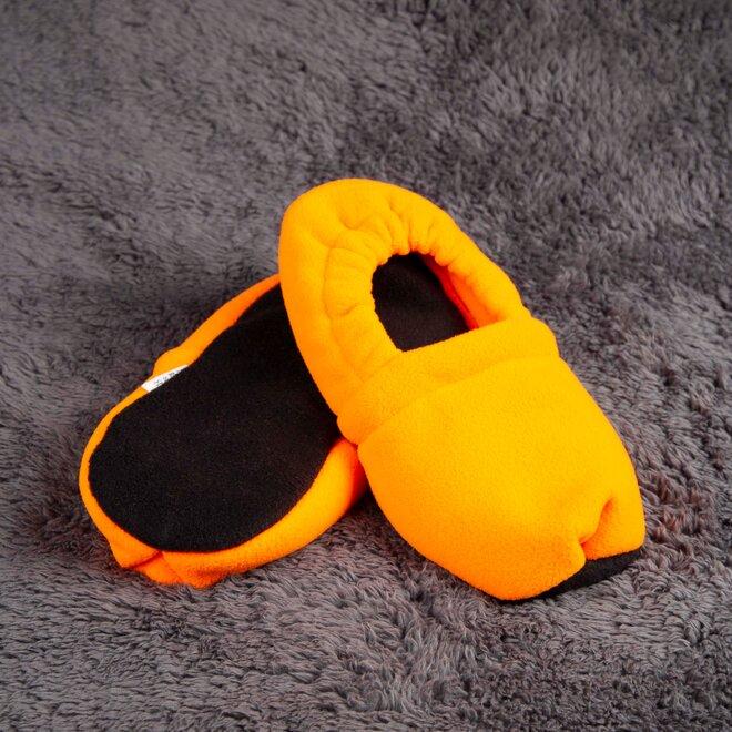 Nahřívací papuče, zářivě oranžové a černé