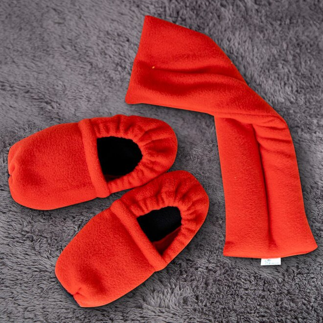 Set (papučky a polštář), červeno-černá