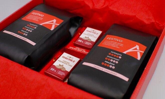 Červené dárkové balení kávy Festivo