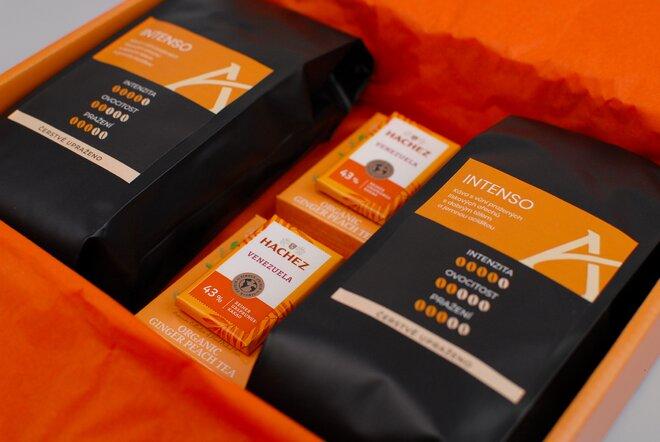 Oranžové dárkové balení kávy Intenso