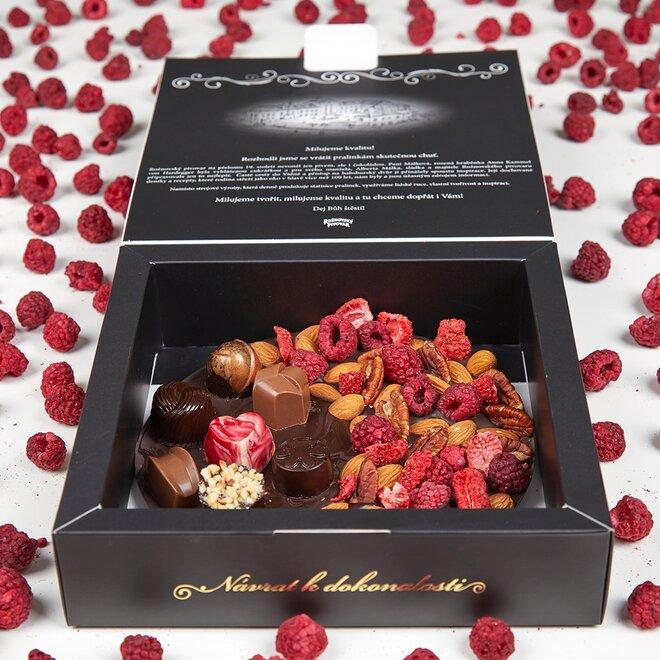 Frgál ze 72% hořké čokolády s pralinkami a směsí ovoce a ořechů (265 g)