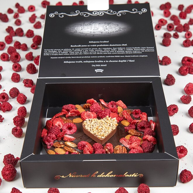 Frgál ze 72% hořké čokolády s oříškovým srdíčkem a směsí ovoce a ořechů (230 g)