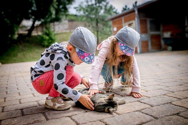 Dětské funkční čepice Unuo s kšiltem a UV 50+  38d9c8078a