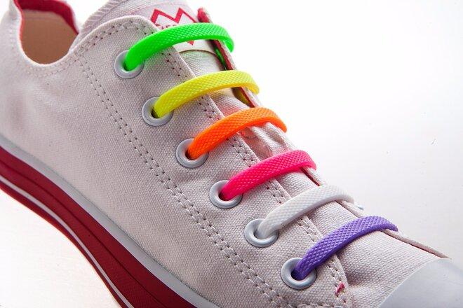 3cdffd5fc16 K mání jsou balení po 16 kusech kvalitních tkaniček různých barev. Balení  vždy obsahuje několik délek – to aby tkaničky vyhovovaly všem velikostem  obuvi.