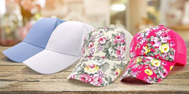 Dámské čepice s kšiltem v pestrých barvách