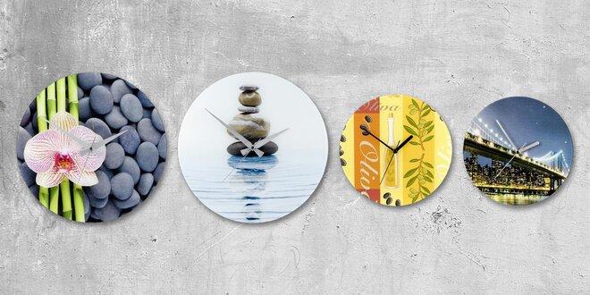 Analogové nástěnné hodiny v moderním stylu