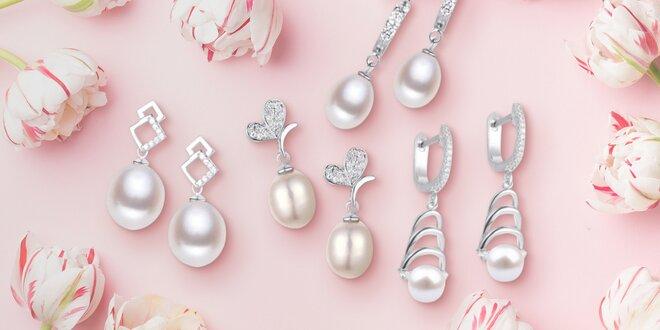 Stříbrné náušnice s říčními perlami: pecky i visací
