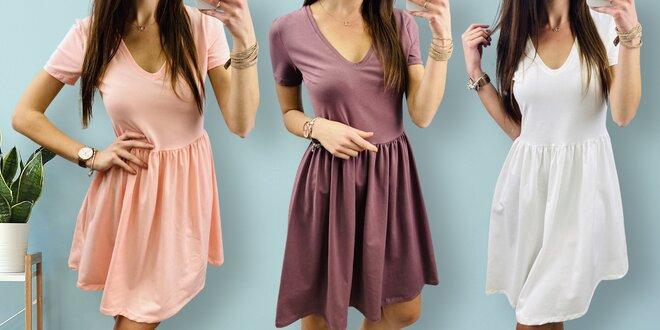 Vzdušné a jednoduché šaty s výstřihem do V